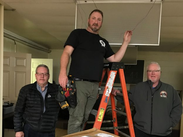Struthers AMVETS hall gets an assist from local union electricians